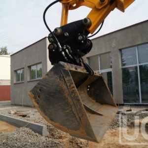 Tilting granding bucket for excavators